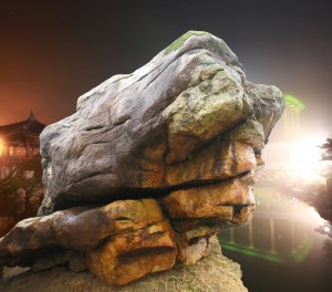 大いなる岩の顔©摂理